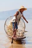 Pescatore di Intha, lago Inle, Myanmar Fotografia Stock