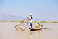 Pescatore di Intha, lago Inle, Myanmar Fotografie Stock Libere da Diritti