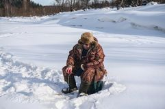 Pescatore di inverno Immagine Stock Libera da Diritti
