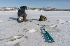 Pescatore di inverno Immagini Stock