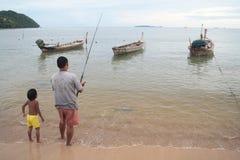 Pescatore ed il suo bambino Fotografia Stock Libera da Diritti