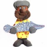 Pescatore fortunato che tiene un pesce del luccio Immagini Stock