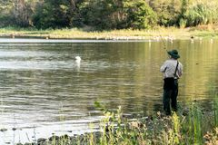 Pescatore irriconoscibile immagine stock