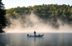 Pescatore in nebbia 1 Fotografia Stock Libera da Diritti