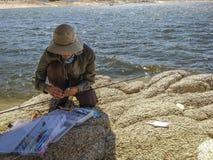 Pescatore nel lago isabella immagine stock libera da diritti