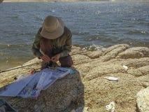 Pescatore nel lago isabella fotografia stock libera da diritti