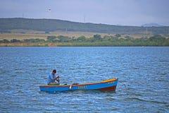 Pescatore On Nipe Bay in Cuba Immagine Stock