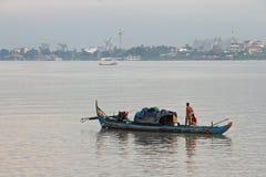 Pescatore a Phnom Penh Immagini Stock Libere da Diritti