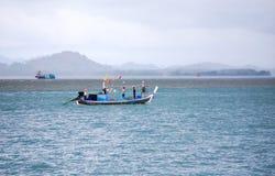 Pescatore su tempo nuvoloso Immagini Stock