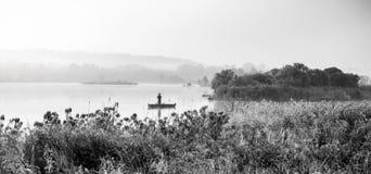 Pescatore su un lago Immagini Stock Libere da Diritti