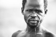 Pescatore sul fiume Nilo nell'Uganda Immagine Stock