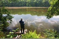 Pescatore sul lago fotografia stock libera da diritti