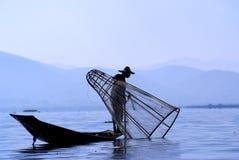 Pescatore sul lago Inle Fotografie Stock Libere da Diritti