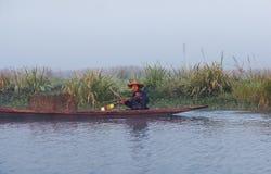 Pescatore sul lago Inle, condizione dello Shan, Myanmar Fotografia Stock Libera da Diritti