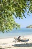 Pescatore sulla spiaggia a Dili Timor Est Fotografia Stock
