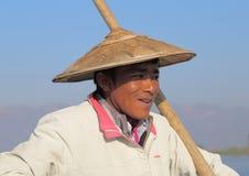 Pescatore tradizionale nel lago Inle, Myanmar Fotografia Stock
