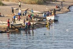 Pescatori che preparano pescare Fotografia Stock