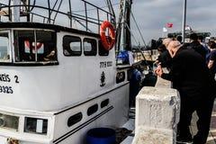 Pescatori della città di Cinarcik Immagine Stock Libera da Diritti