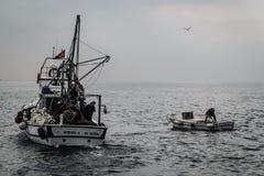 Pescatori della città di Cinarcik Immagini Stock