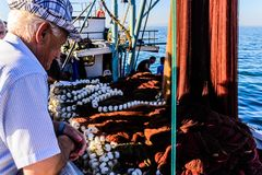 Pescatori della città di Cinarcik Immagini Stock Libere da Diritti