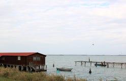 Pescatori lavoranti nel mare adriatico, Italia Fotografie Stock