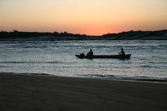 Pescatori nel Amazon immagine stock