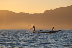 Pescatori nel lago Inle, Myanmar Fotografie Stock