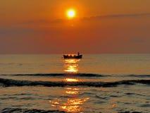 Pescatori nel tempo di alba Immagine Stock Libera da Diritti