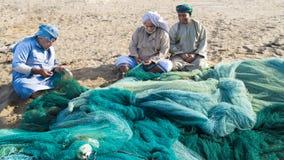 Pescatori Oman che prepara le reti Immagine Stock Libera da Diritti