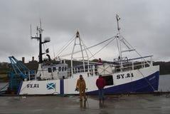 Pescatori in Stornoway Scozia Immagine Stock Libera da Diritti
