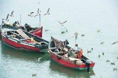 Pescatori sul lavoro fotografie stock