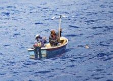 Pescatori sul mare aperto fotografia stock libera da diritti
