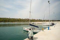 Pescatori sul nuovo pilastro Sarafovo in Bourgas, Bulgaria Immagine Stock