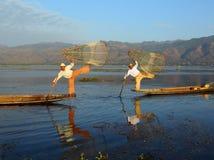 Pescatori tradizionali nel lago Inle nel Myanmar Immagini Stock Libere da Diritti