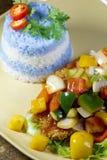 Pesce agrodolce con riso porpora Fotografia Stock Libera da Diritti