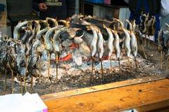 Pesce arrostito al carbone di legno Immagini Stock