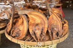 Pesce arrostito da vendere Fotografia Stock Libera da Diritti