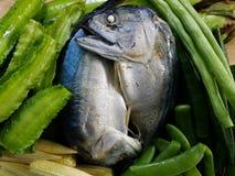 pesce cotto a vapore con le verdure Fotografia Stock Libera da Diritti
