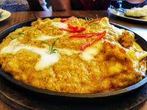 Pesce cotto a vapore con pasta di curry, alimento tailandese immagine stock