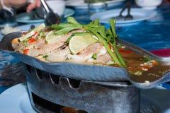 Pesce cotto a vapore, pesce cotto a vapore di stile cinese Immagini Stock
