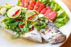 Pesce cotto a vapore in salsa del limone Fotografia Stock