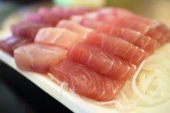 Pesce crudo del sashimi giapponese dell'alimento Fotografia Stock