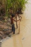 Pesce dei ragazzi con un giacchio della mano Fotografie Stock Libere da Diritti
