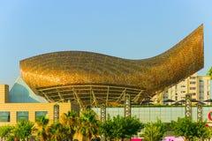 pesce dell'oro della scultura nell'area di porto Barcellona olimpica, Catalogna Immagine Stock