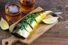 Pesce e birra affumicati Fotografia Stock