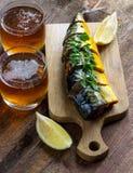 Pesce e birra affumicati Fotografie Stock Libere da Diritti