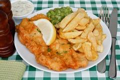 Pesce e patate fritte con il puré di piselli Fotografia Stock