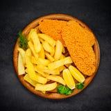 Pesce e patate fritte nella vista superiore Immagine Stock Libera da Diritti