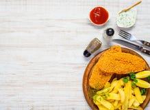 Pesce e patate fritte sullo spazio della copia Immagini Stock Libere da Diritti