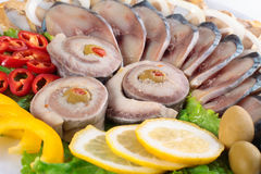 Pesce fresco sulla fine del piatto su immagini stock